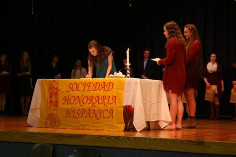 Spanish and French honor societies induct new members
