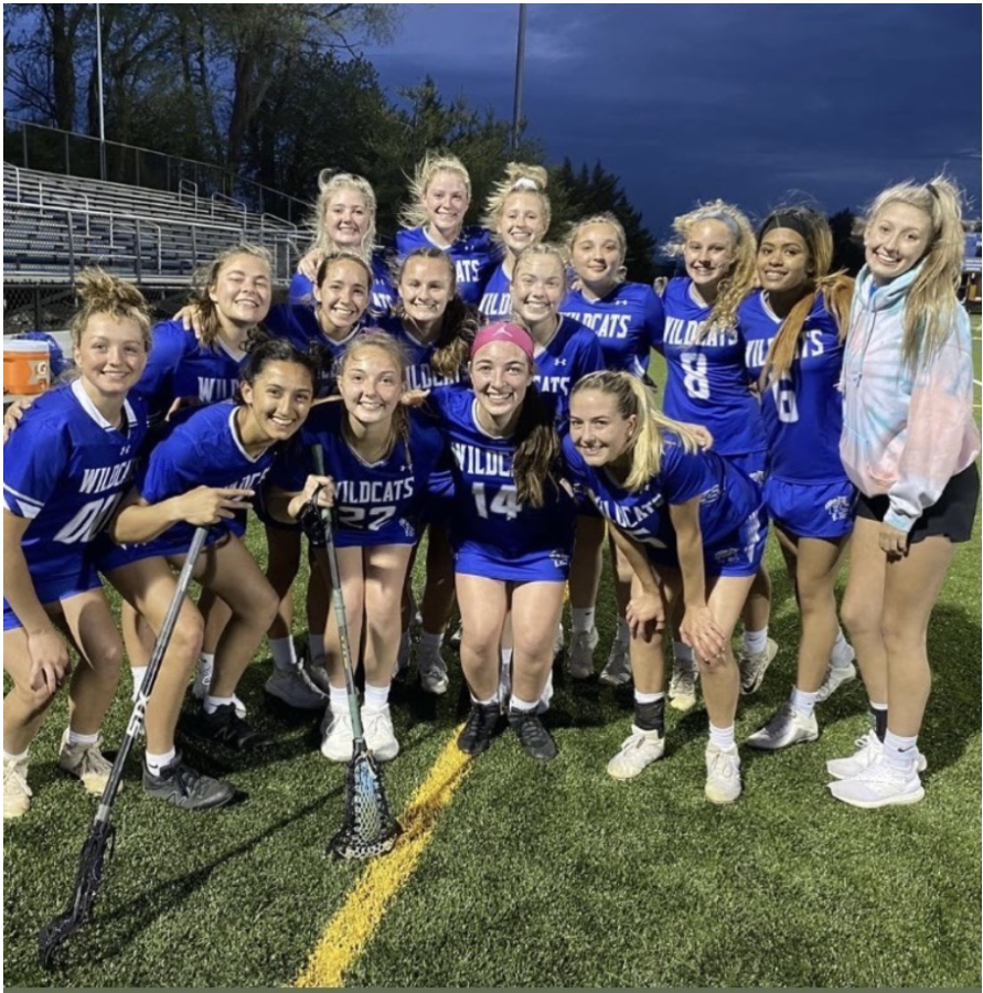 The+RCHS+Girls+Lacrosse+team+plays+a+game.
